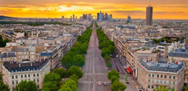 Shot of Paris for Rapyd's France eCommerce and Payment trends report.